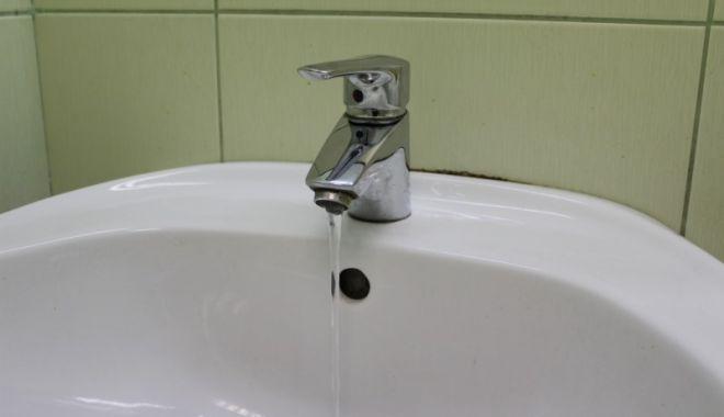 Foto: AVARIE RAJA. Cartierul Compozitorilor din Constanţa a rămas fără apă rece