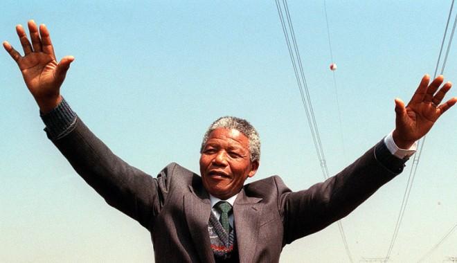 Foto: Apartheidul, regimul segregaţionist învins de Nelson Mandela