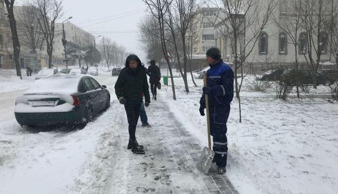 Foto: Apel la populație să evite deplasările pentru a se putea interveni la curățarea drumurilor!