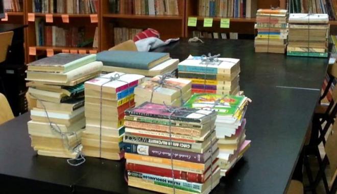 Foto: Apel lansat constănţenilor: donaţi o carte pentru şcolile din mediul rural!