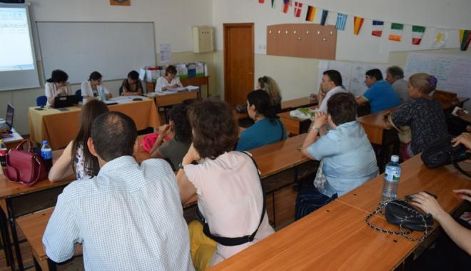 Foto: Apel pentru selecţia cadrelor didactice evaluatoare de manuale şcolare