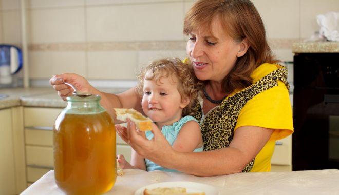 Foto: Apiterapia românească, pe primul loc în lume. Românii preferă produsele apicole, nu mierea