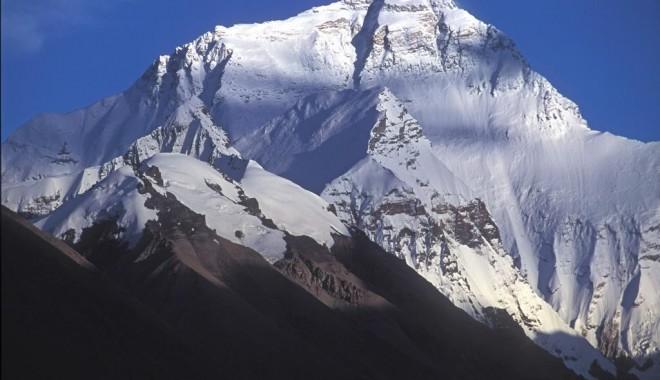 Foto: Trei alpinişti vor să devină cei mai tineri români care urcă pe Everest