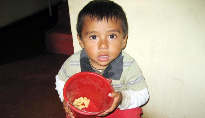 Foto: Copilărie în sărăcie. Aproape jumătate din copiii români nu merg la grădiniţă