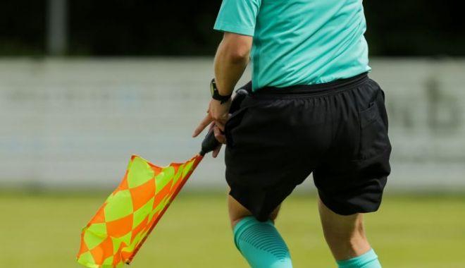 Foto: Al treilea arbitru de fotbal român depistat cu virusul SARS-CoV-2