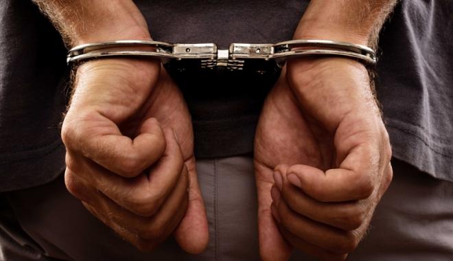 Foto: Arestat după ce a condus  fără permis şi a fugit de poliţie