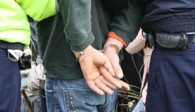 Foto: 10 persoane re�inute de poli�i�tii din Medgidia, �n urma unei razii