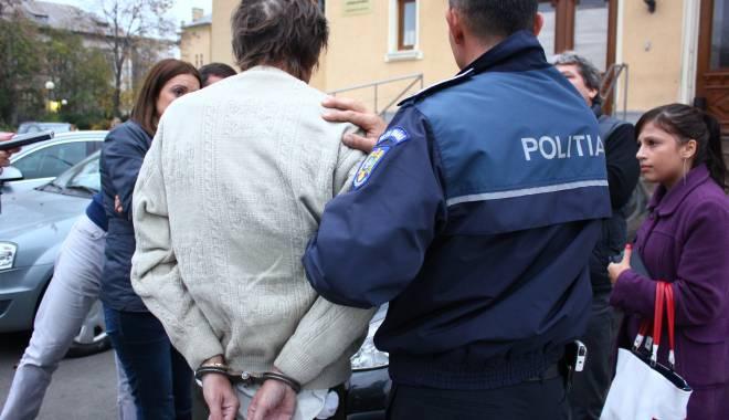 Foto: Individul care şi-a violat nepoata, ARESTAT