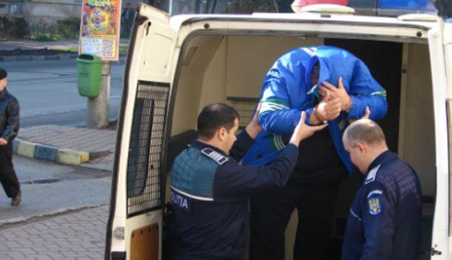 Foto: Autorii furtului a 500.000 de lei din maşina unui om de afaceri au fost reţinuţi