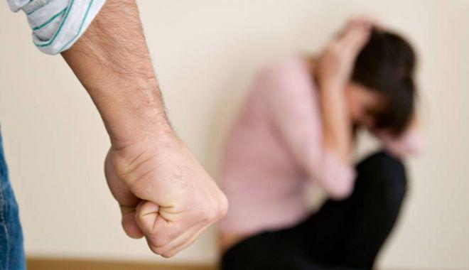Foto: Constănţeancă bătută şi ameninţată de soţ. Poliţiştii au emis un ordin de protecție provizoriu