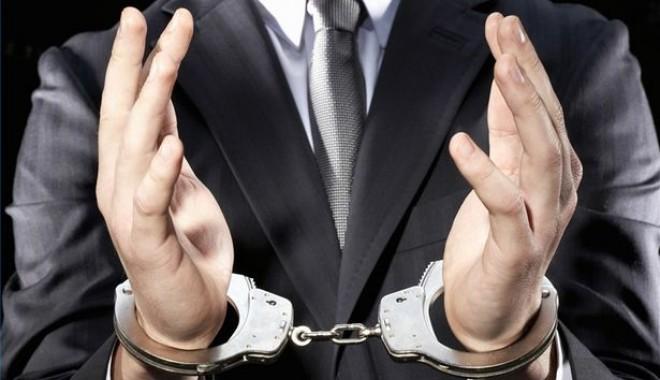 Foto: Un an şi patru luni închisoare, pentru un consilier din cadrul Oil Terminal