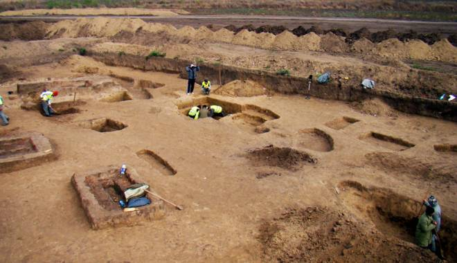 Descoperire de senzaţie!  Zona cu peste 1.000 de morminte - arheologieautostrada5-1433430872.jpg