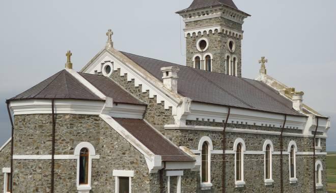Liturghie arhierească la mănăstirea Colilia - arhiepiscopie-1429783392.jpg