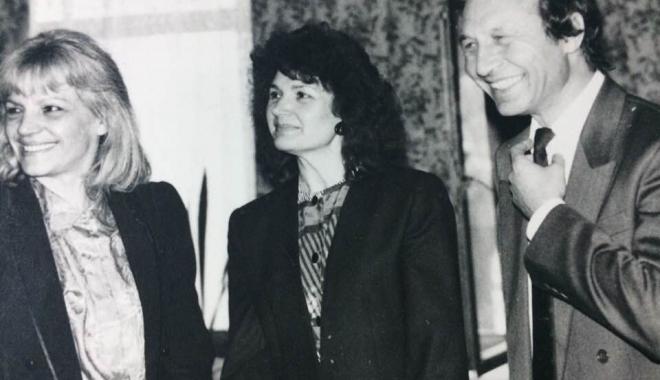 """Foto: Arhiva de Aur """"Cuget Liber"""". Traian Băsescu, în 1994, la costum şi cu mult păr"""