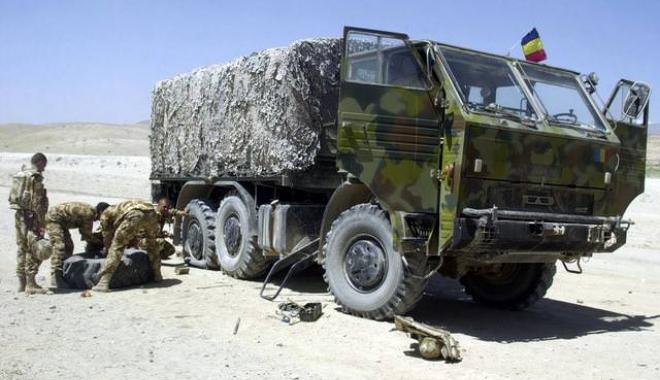 Foto: Salarii, hrană, condiţii de muncă sau... fotbal? Care sunt priorităţile armatei