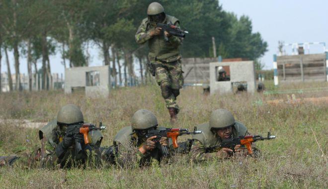 Foto: Militarii, poliţiştii şi profesorii, din nou păcăliţi! Salariile vin după Paşti