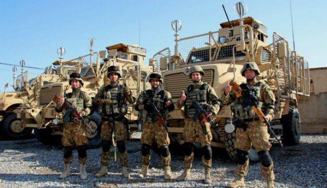 Foto: Scandalul uniformelor decolorate. Ce explicaţii dă conducerea MApN