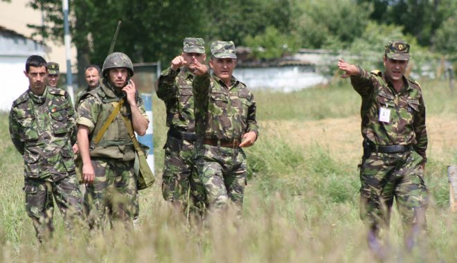 Foto: Cât câştigă ofiţerii Armatei Române. Trei motive pentru care să alegi cariera militară