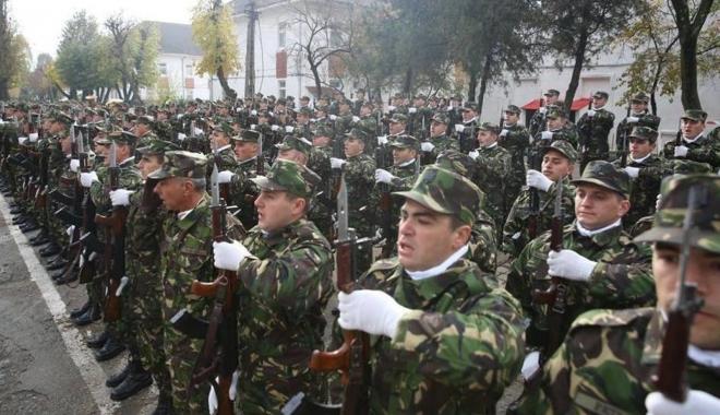 Foto: ESTE OFICIAL! MAJORĂRI SALARIALE PENTRU MILITARI, POLIŢIŞTI, FUNCŢIONARI DIN PENITENCIARE ŞI ALTE CATEGORII DE SALARIAŢI. Preşedintele Iohannis a promulgat legea