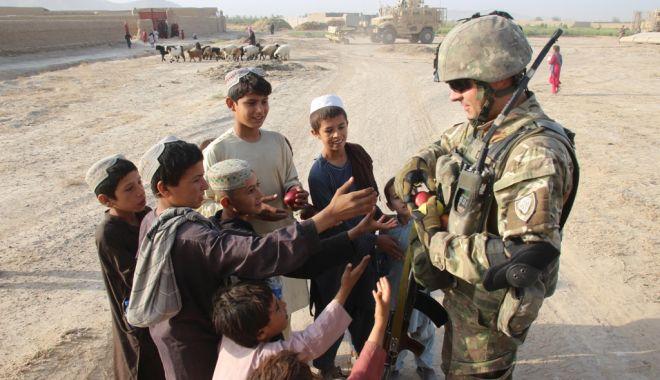 Militari români și americani, în sprijinul comunităților din provincia Kandahar - armataafganistan-1571343349.jpg