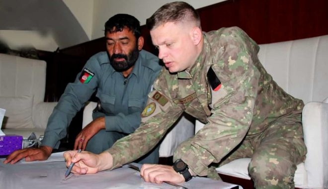 Foto: Colaborare între forţele de coaliţie şi forţele de securitate afgane