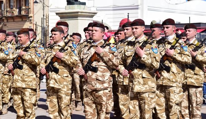 Foto: Începând cu aprilie 2017: Militarii şi poliţiştii rămân cu aceleaşi salarii, dar sporurile se vor dubla. Serviciul de permanenţă, un plus de 40% la salariu