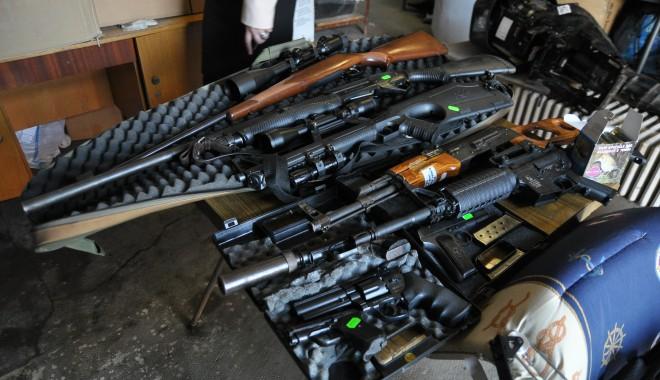 Foto: Poliţiştii din Constanţa s-au mobilizat şi au confiscat zeci de arme
