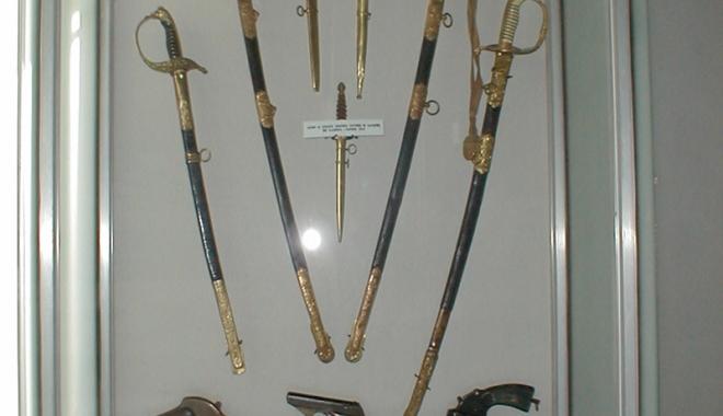 Foto: Colecţie de arme la Muzeul Marinei Române
