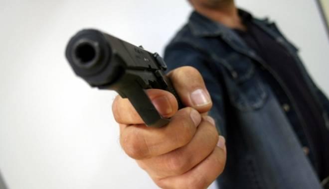 Foto: FOCURI DE ARMĂ ÎN TRAFIC, LA CONSTANŢA. Şeful Direcţiei de Pază, dosar penal