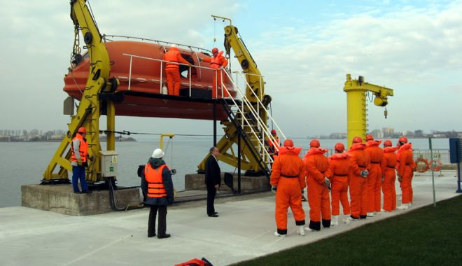 Foto: ARSVOM și CERONAV vor angaja marinari și personal didactic