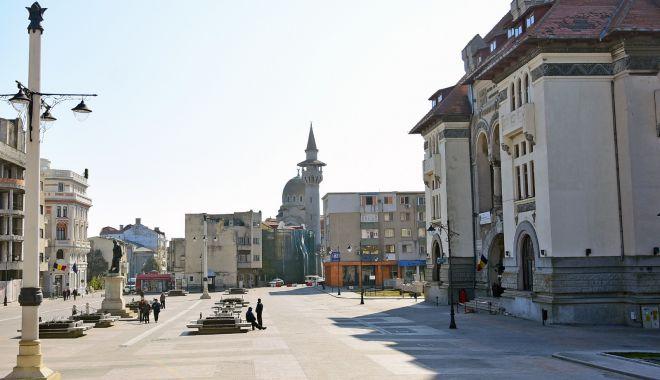 """Foto: Artere de acces blocate în Piața Ovidiu, la """"Festivalul Scoicilor"""""""