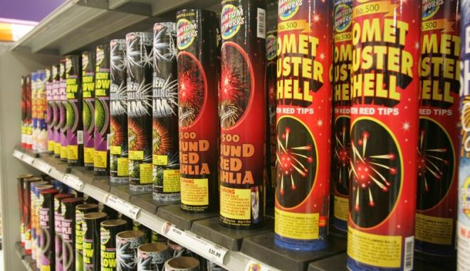 Foto: Doar 12 societăți au dreptul de a comercializa articole pirotehnice