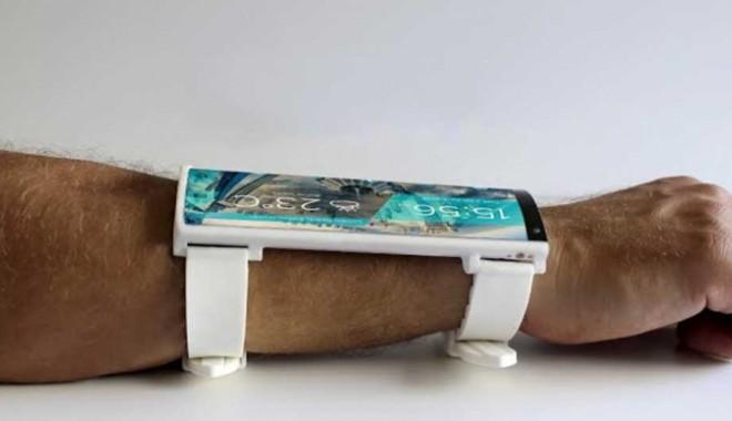 Foto: Un telefon ie�it din comun! Portal, smartphone-ul demn de Star Trek!