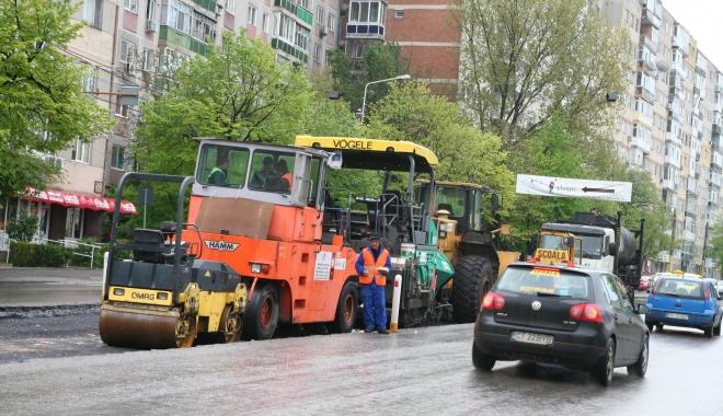 Foto: Restricţii de circulaţie pe strada Soveja. Se asfaltează!