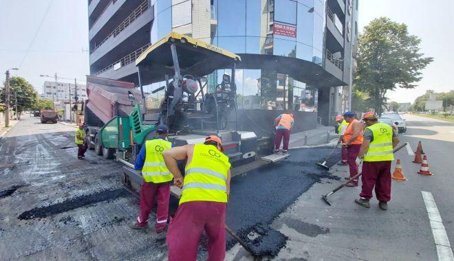 Foto: Asfalt nou pe străzile din cartierul Faleză Nord!