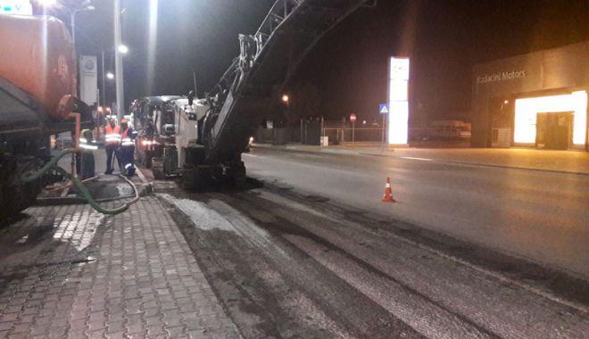 Foto: Asfaltări nocturne  pe bulevardul Aurel Vlaicu