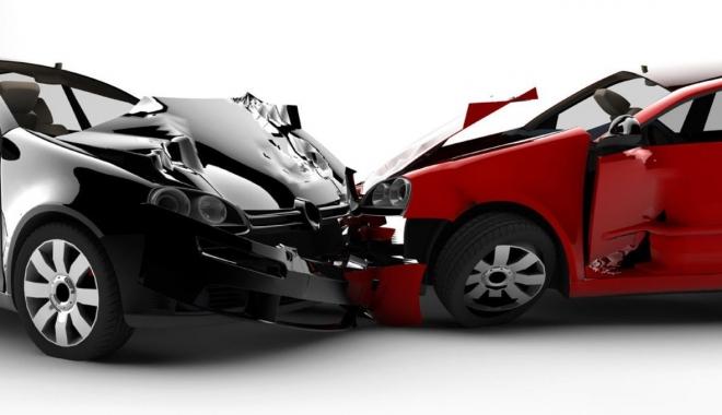 Foto: PREŢURILE RCA SE MODIFICĂ. Şoferii vor scoate mai mulţi bani din buzunare