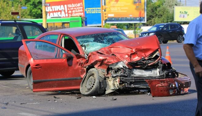Foto: Pia�a asigur�rilor auto, �n impas. Desp�gubiri record acordate �n 2016 victimelor accidentelor rutiere