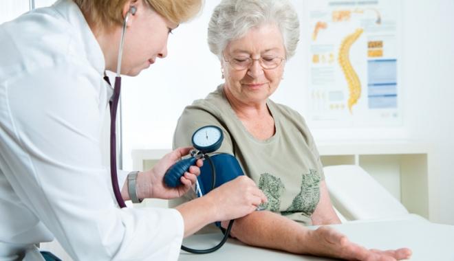"""Foto: Asistenţii medicali, """"mâna dreaptă"""" a doctorilor"""