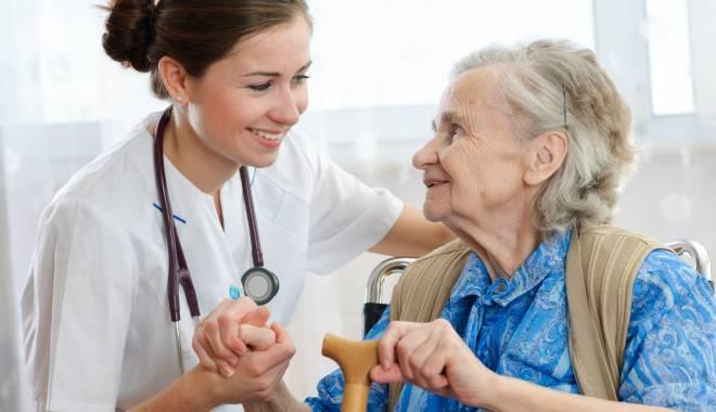 Foto: Cursuri gratuite pentru asistente medicale, organizate la Constanţa
