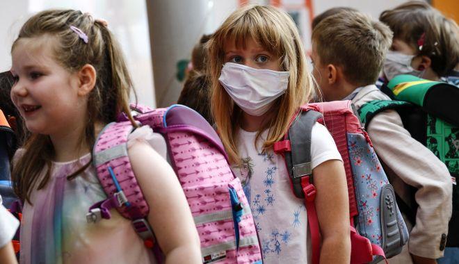 Foto: Asociațiile de elevi solicită asigurarea de măști de protecție pentru toți școlarii