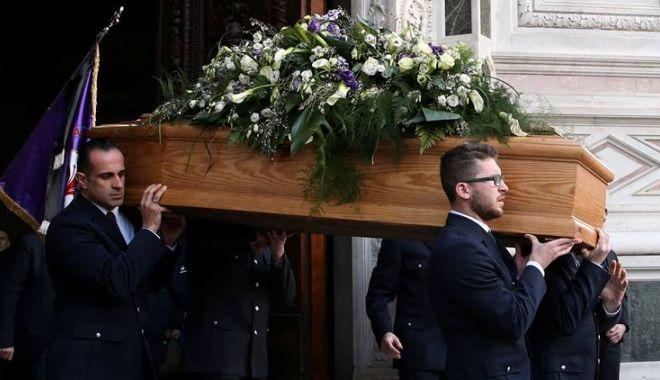 Foto: GALERIE FOTO / Mii de persoane la înmormântarea fotbalistului Davide Astori
