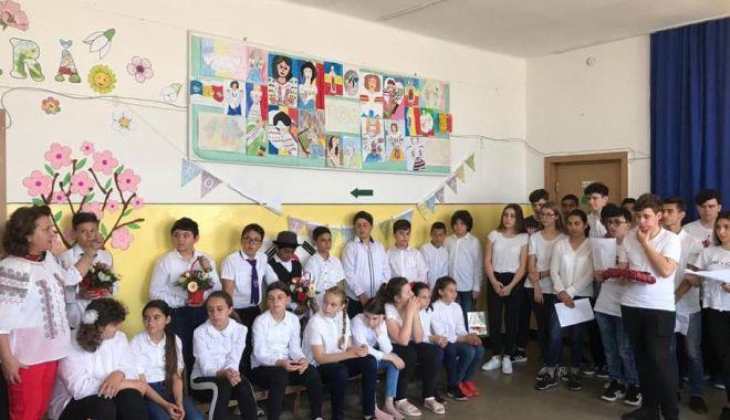 """A sunat ultimul clopoţel, la Şcoala nr. 10 """"Mihail Koiciu"""" - asunat1-1560114697.jpg"""