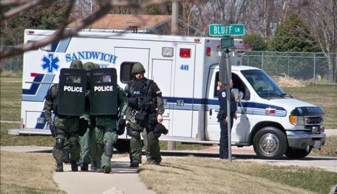 Foto: Atac armat în Illinois: Cinci persoane au murit