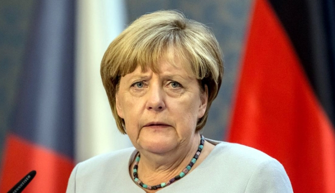 """Foto: Atac violent  la adresa  Angelei Merkel.  """"Este vinovată pentru violenţele  de la summitul G20!"""""""