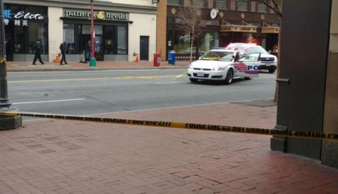 Foto: Împuşcături în apropierea unei staţii de metrou. Poliţia caută un bărbat de aproximativ 40 de ani