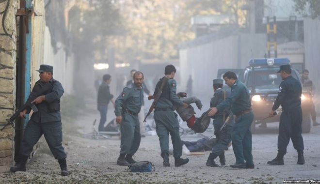 Dublu atentat la Kabul. Cel puțin 21 de oameni, printre care și un jurnalist, au fost uciși - atac-1525073005.jpg