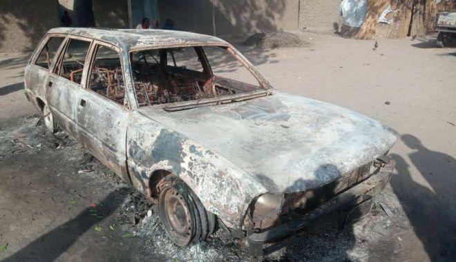 Foto: Atentat terorist. Zeci de persoane au murit după ce mai mulți bărbați au incendiat un oraș