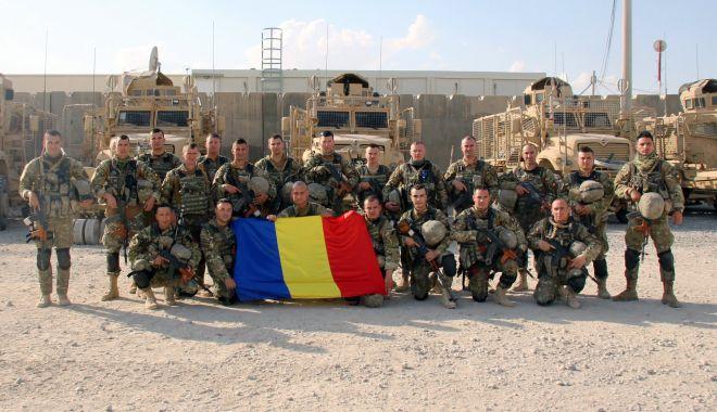 Foto: Ultima fotografie cu militarii români din Afganistan, înainte să fie răniți în atac