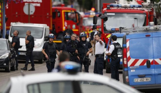 """Foto: Atac terorist şi intervenţie divină,  în timpul Liturghiei. Bomba """"a refuzat"""" să explodeze pe treptele altarului"""